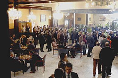 El Salón del Hotel Brigida fue un excelente lugar de reunión y debate en los interludios de las conferencias, donde se debatieron temas tan importantes o más que los sacados a la luz en las salas de juntas