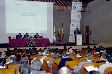 Presentación del I Congreso de Editores de Publicaciones Periodicas, con Carlos Oliva-Vélez, Vicepresidente de Metro Internacional y Vicepresidente de la AEPG, exponiendo su ponencia 'Presente y Futuro de los Medios Impresos'