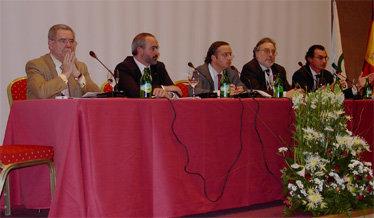 (Izda a Dcha) Miguel de Haro, de la AEEPP; Mateu Ros, Presidente de la ACPG;'El Periódico de la Publicidad'; Pere Gayán, Presidente de la AEPG y Joao Almeido, Presidente de los Editores de Portugal,'El asociacionismo como vínculo aglutinador de sinergias'