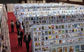 Impresionante imagen de la exposición de publicaciones del Congreso de Editores:7.000 cabeceras de decenas de países editadas en España. Las medidas de seguridad impedían la entrada fuera de horas de visita, debido al carácter único de algunas de ellas.