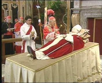 El Papa Juan Pablo II falleció el sábado 2 de abril a las 21.37 horas, siendo considerado 'El Grande', por su largo apostolado y su legado evangélico. La canonización es sólo cuestión de tiempo.