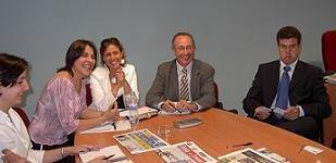 Beatriz Sonsoles, Secretaria de la AEPG,  Delegados de la AEPG y Leopolodo David Bernabeu López (Dcha.), editor de 'Prensa y Noticias S.L.', una de las mayores editoriales gratuitas de la costa levantina