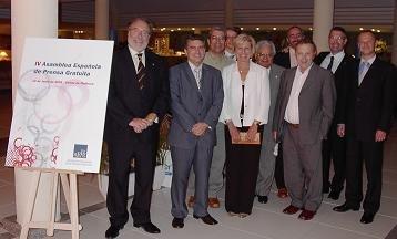 Pere Gayán (Izda.), Presidente de la AEPG, junto a Vice-presidentes, Delegados y Vocales de la Junta Directiva de la Asociación Española de Prensa Gratuita, en el Hotel Riu Cap de Mar de Mallorca, donde se celebró la IV Asamblea General