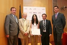 Elena Gil García recogió su diploma como número 1 de la promoción