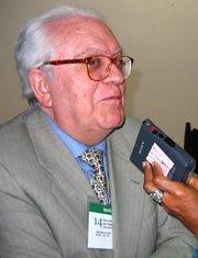 Gregorio Salvador sustituyó en 1999 a Ángel Martín Municio como vicedirector de la RAE