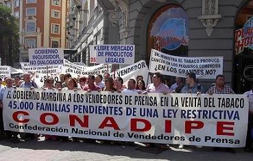 La manifestación contó con la presencia de las asociaciones integrantes de CONADIPE y fue seguida por centenares de vendedores de prensa