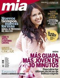 Vanessa Orol, educadora social, en la portada de Mía